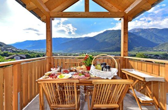 pichlhof-frühstück-auf-dem-balkon
