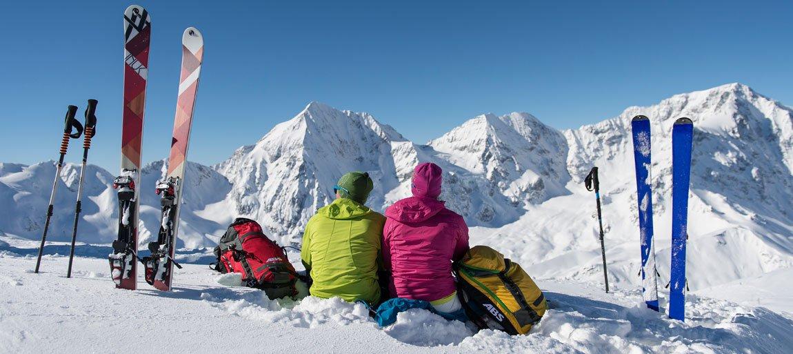 Sport invernali in un paesaggio innevato da sogno